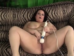 Curvy bbw jordan luxx fucks herself..