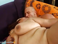 Fucks her fat pussy