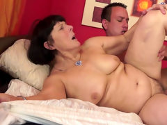 Wild sex with a chubby granny