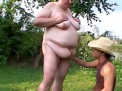 Fat chick likes a dirty fuck on a picnic
