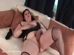 Mature bbw finger fucking her fat..