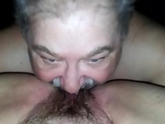 Husband eats chubby wifes pussy