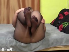 Bbw in nylon pantyhose shows your fat..