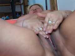Fat blonde step mom doing young girl..