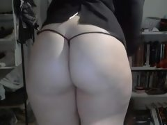 Thick ass white girl showing off