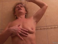 Mature granny pissing compilation