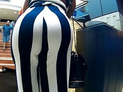 Big booty wrapped in big stripes